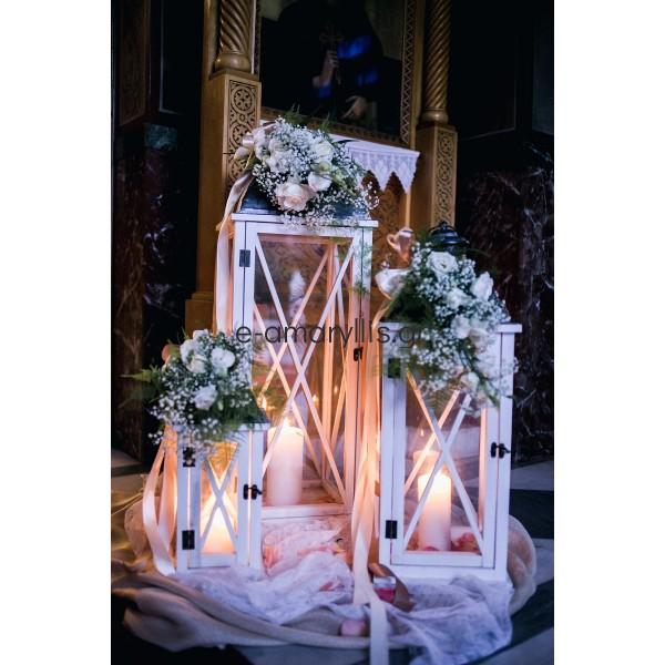 Εξωτερικός στολισμός εκκλησίας με φωλιά από ύφασμα και φανάρια ξύλινα
