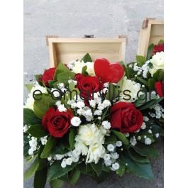 Ξύλινα κασελάκια με συνθέσεις λουλουδιών