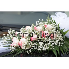 Κατασκευή αυτοκινήτου  με δίχρωμο ροζέ λευκό τριαντάφυλλο