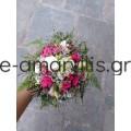 Νυφική ανθοδέσμη με φούξια μινιόν τριαντάφυλλα και λευκούς λυσίανθους