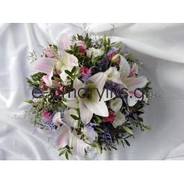 Κατασκευή λουλουδιών με oriental ροζ και φούξια τριαντάφυλλα