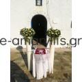 Λαμπάδα γάμου με κερί και σύνθεση με λευκά λουλούδια