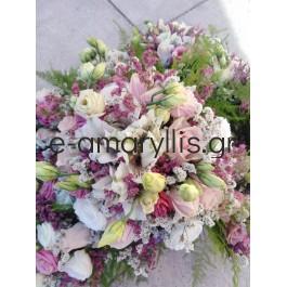 Μπουκετάκι με Λυσίανθο και τριαντάφυλλα με ροζέ αποχρώσεις