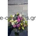 Νυφική με λιλά τριαντάφυλλα και μπρούνια