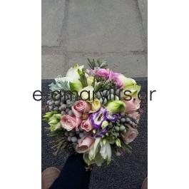 Νυφική ανθοδέσμη με λευκό αμαρυλλίς και τριαντάφυλλα